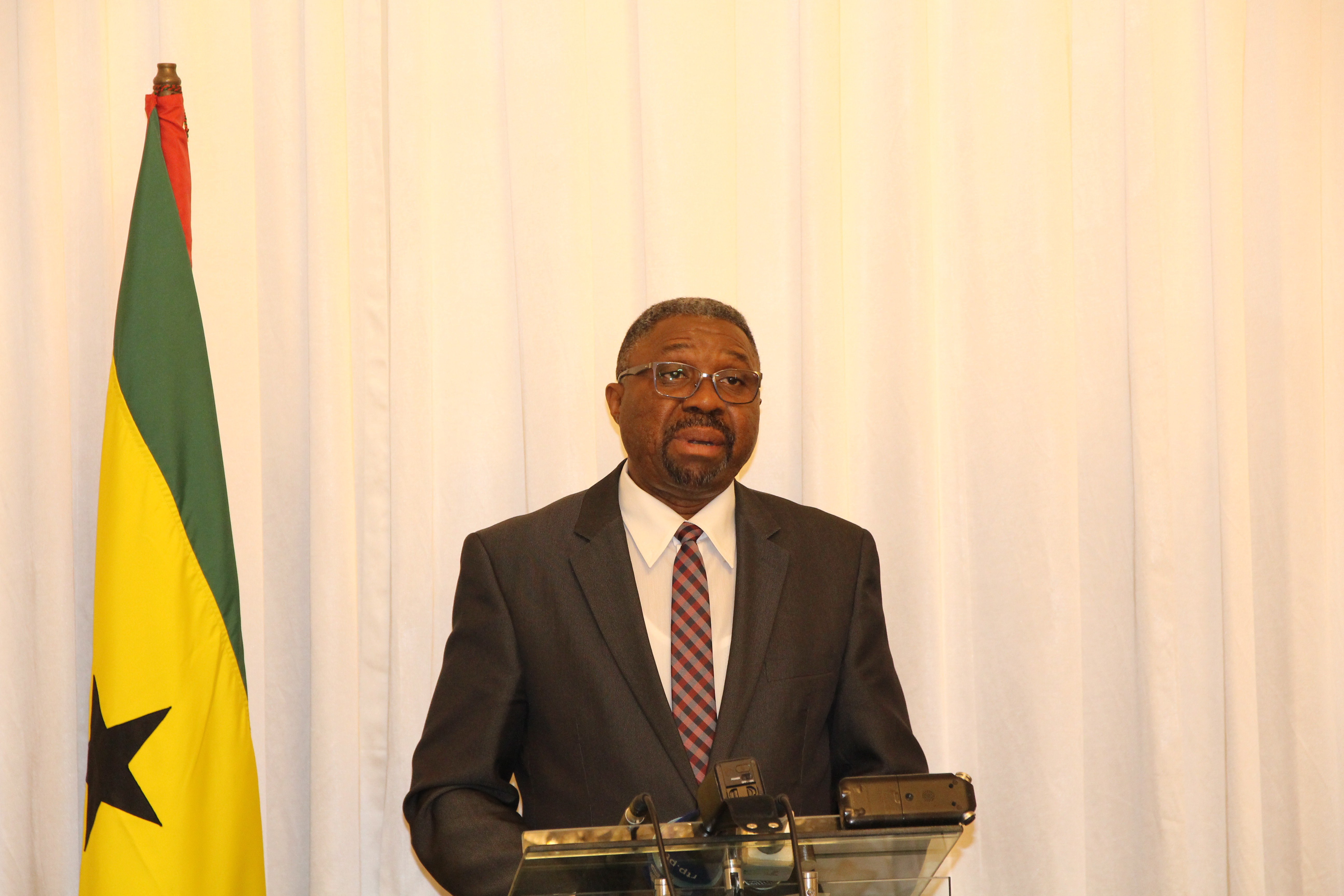 Primeiro-ministro, Jorge Bom Jesus, anuncia as medidas de exceção